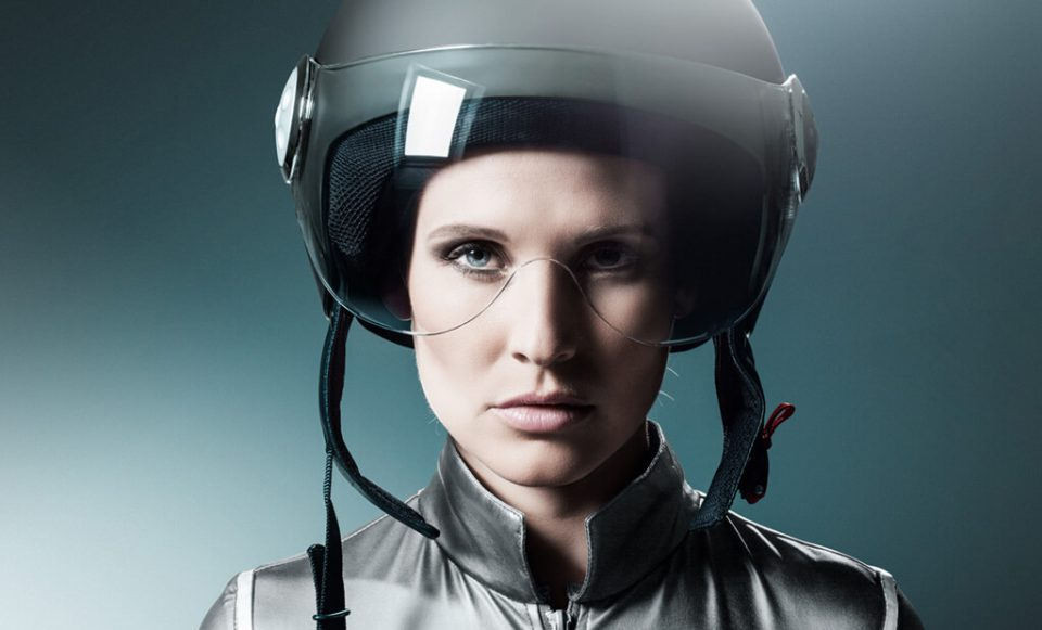 Frau mit Helm - Bild nachher